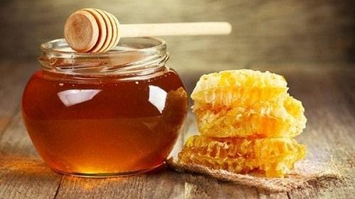phân biệt mật ong thật giả căn cứ vào mức giá bán của mật ong