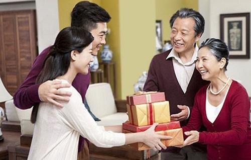quà ra mắt bố mẹ chồng trong ngày tết