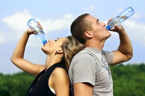 uống nước mỗi ngày để thanh lọc cơ thể, đốt cháy mỡ thừa